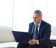 Biznesmen w biurze Zdjęcia Stock