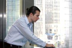 Biznesmen w biurze Fotografia Royalty Free