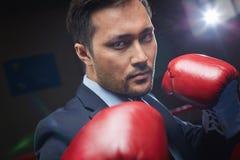 Biznesmen w bokserskich rękawiczkach Obrazy Royalty Free