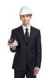 Biznesmen w ciężkiego kapeluszu ręk modela domu Zdjęcie Royalty Free