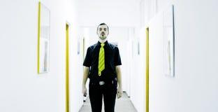 Biznesmen w korytarzu Fotografia Royalty Free