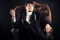 Biznesmen w krześle z drymbą Zdjęcia Royalty Free