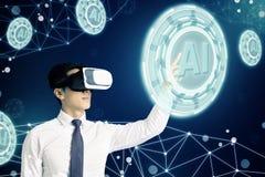 Biznesmen w VR szkłach i wskazywać przy jarzyć się cyfrową Sztucznej inteligencji AI technologię obraz royalty free
