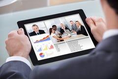 Biznesmen wideo konferencja z współpracownikiem zdjęcia stock