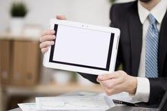 Biznesmen wręcza mienie dotyka ekranu przyrząd zdjęcia royalty free