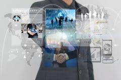 Biznesmen wskazuje na wirtualnym ekranie Zdjęcie Royalty Free
