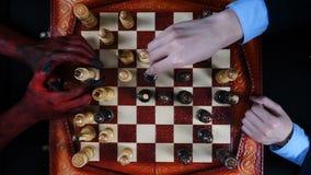 Biznesmen wygrany obok szachują diabła zbiory