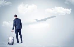 Biznesmen z bagażu spojrzeniem samolot Obrazy Stock
