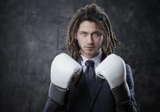 Biznesmen z bokserskimi rękawiczkami Obrazy Stock