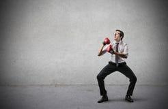 Biznesmen z bokserskimi rękawiczkami Zdjęcia Royalty Free