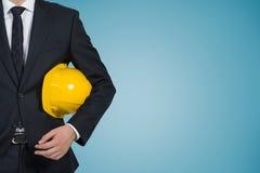 Biznesmen z ciężkim kapeluszem Zdjęcie Royalty Free