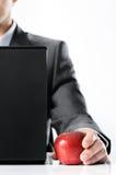 Biznesmen z czerwonym jabłkiem zdjęcie royalty free