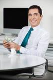 Biznesmen z dolarowymi rachunkami Fotografia Royalty Free