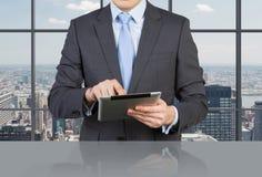 Biznesmen Z Dotyka Ochraniaczem Obraz Stock