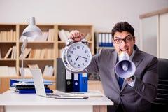 Biznesmen z głośnika megafonem w biurze Zdjęcia Stock