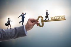 Biznesmen z kluczem sukcesu biznesu pojęcie Fotografia Stock