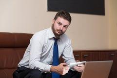 Biznesmen z komputerem fotografia stock