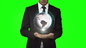 Biznesmen z kuli ziemskiej animacją przed zieleń ekranem zbiory wideo