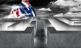 Biznesmen z labiryntem, biznesowy pojęcie podejmowanie decyzji Zdjęcie Stock
