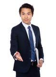 Biznesmen z laptopem i daje ręce Fotografia Stock