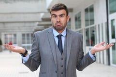 Biznesmen z ` nie mieć pojęcia ` wyrażenie zdjęcie stock