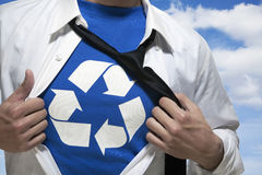 Biznesmen z otwartą krótką odkrywczą koszula z przetwarzać symbol underneath Zdjęcia Stock