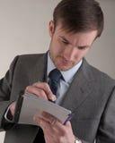 Biznesmen z piórem w ręce obraz stock