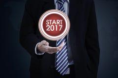 Biznesmen z początku guzikiem 2017 i liczbą Zdjęcie Royalty Free