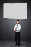 Biznesmen z pustym broszura papierem Obrazy Stock
