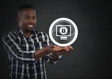 Biznesmen z ręki palmą otwartą i ochrona kędziorka ikona na komputerze Zdjęcie Royalty Free