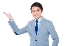 Biznesmen z ręki przedstawieniem z puste miejsce znakiem Zdjęcie Stock
