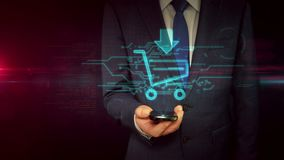 Biznesmen z smartphone i wózka na zakupy holograma szyldowym pojęciem zbiory wideo