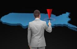 Biznesmen z wirtualną usa mapą i pointer obrazy royalty free