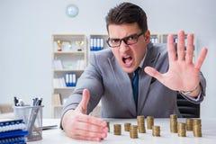 Biznesmen z złotymi monetami w biznesowym wzrostowym pojęciu Fotografia Royalty Free