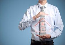 Biznesmena bankowa mienia dom w rękach Zdjęcia Stock