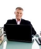 biznesmena biurka uśmiechnięci pracujący potomstwa Fotografia Stock