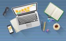Biznesmena biurko z laptopem, pastylka, mądrze telefon Obraz Royalty Free