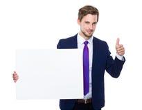 Biznesmena chwyt z białą deską up i kciukiem Obrazy Stock