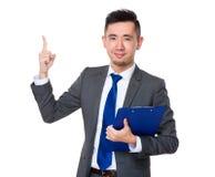 Biznesmena chwyt z schowkiem i palec wskazujemy up Zdjęcie Stock