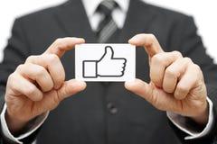 Biznesmena chwyta wizytówka z aprobaty ikoną zdjęcia royalty free
