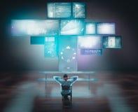 Biznesmena dopatrywania dotyka komputery na biurku i ekrany zdjęcia royalty free