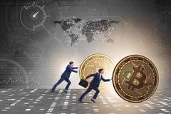 Biznesmena dosunięcia bitcoin w cryptocurrency blockchain pojęciu Fotografia Royalty Free