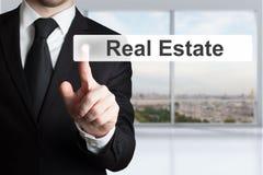 Biznesmena dosunięcia guzika nieruchomość Zdjęcie Stock
