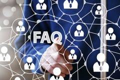 Biznesmena dotyka guzika FAQ sieci komunikaci ikona Fotografia Royalty Free