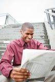 biznesmena gazety czytanie Obrazy Royalty Free