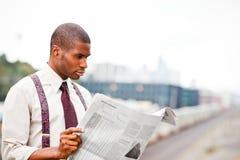 biznesmena gazety czytanie Zdjęcie Stock