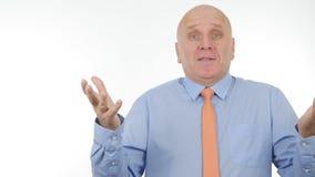 Biznesmena Gestykuluje Opowiadać i Wyjaśniać w Biznesowym wywiadzie obrazy royalty free