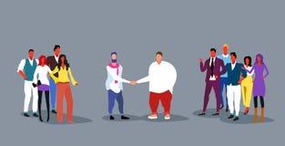 Biznesmena handshaking biznesmenów grupy drużyn uścisku dłoni zgody pojęcia długości nakreślenia pomyślny dylowy pełny  ilustracji