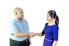 Biznesmena handshaking po negocjaci lub wywiadu, isol obraz stock