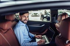 biznesmena komputerowy laptopu działanie fotografia royalty free